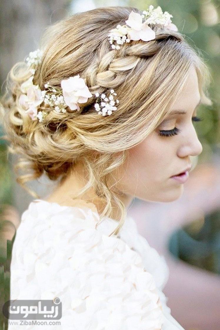 شینیون عروس و ترکیب آن با گلهای سفید و بهاری