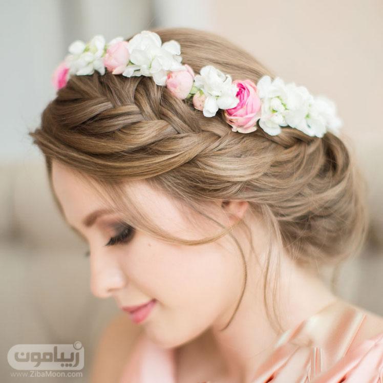 شینیون و بافت مو به همراه تاج گل