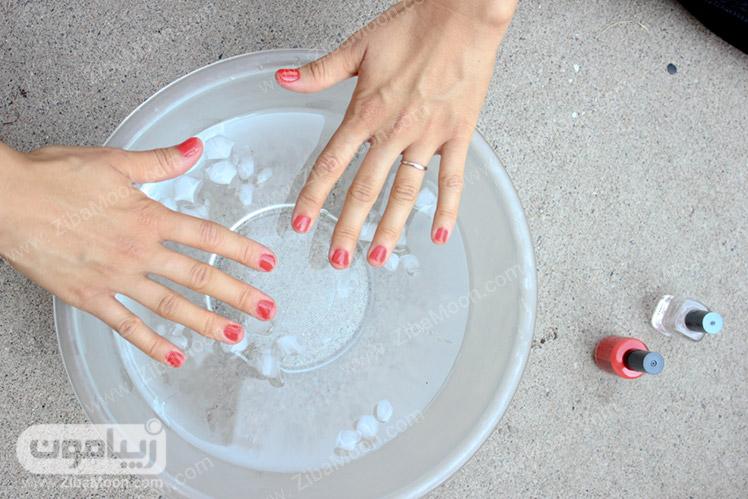 خشک کردن لاک ناخن با آب سرد