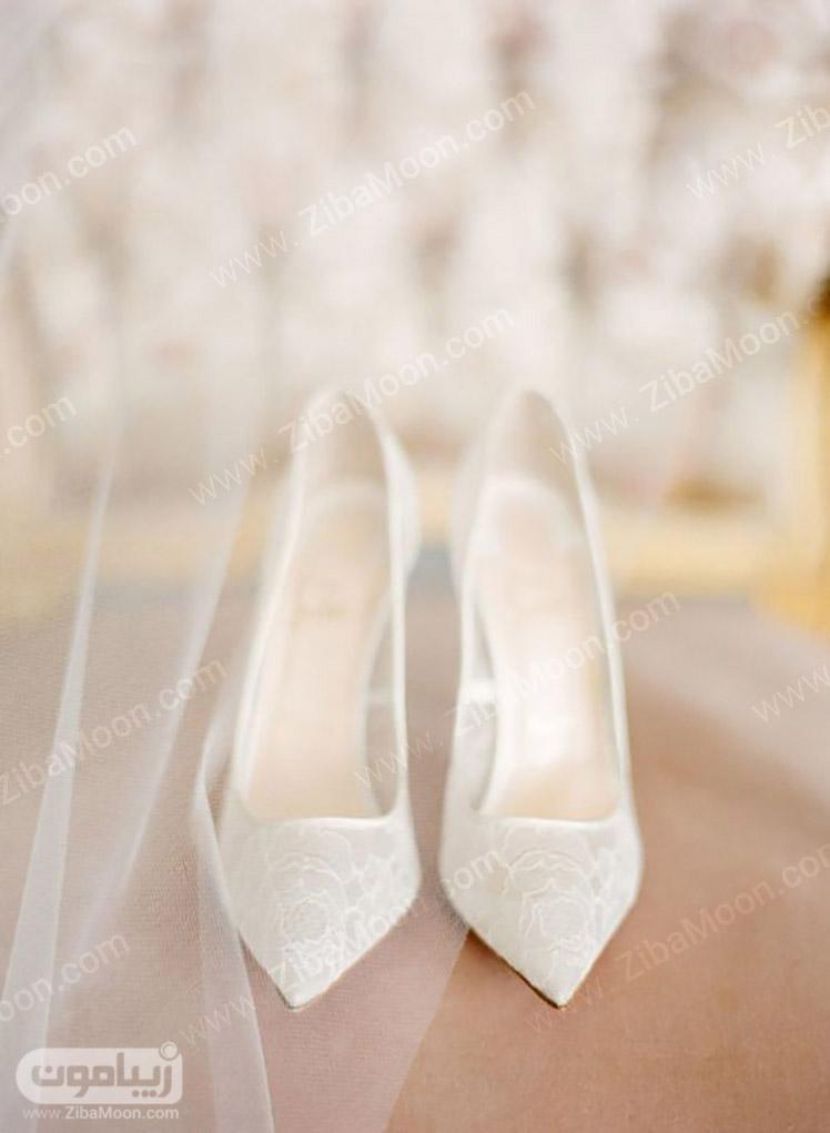 کفش ساده و سفید عروس