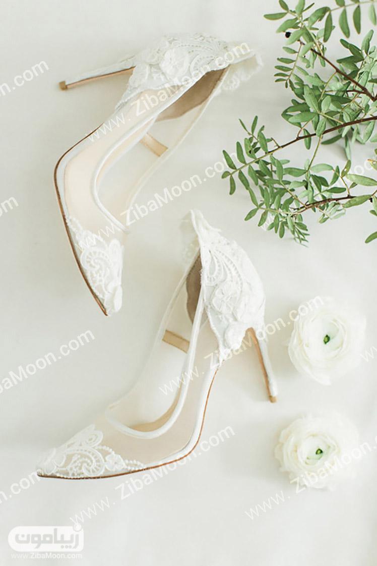 کفش پاشنه بلند و نوک تیز و سفید