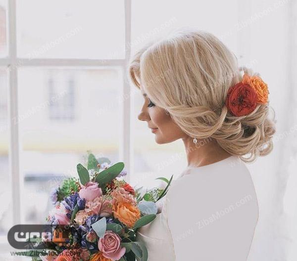شینیون عروس اروپایی با موهای بلوند و گلهای طبیعی نارنجی