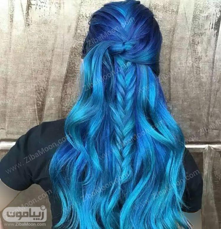 موهای بلند و بافته شده به رنگ آبی