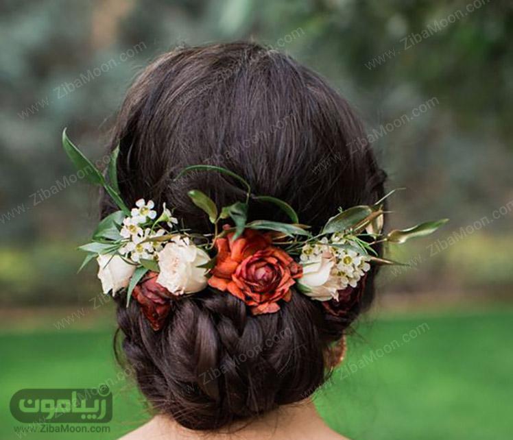 شینیون مو با گل طبیعی قرمز و سفید