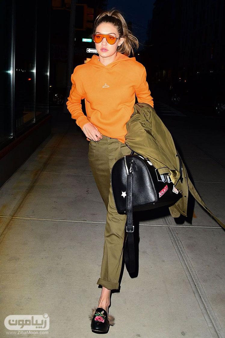 جی جی حدید با لباسی نارنجی سبز
