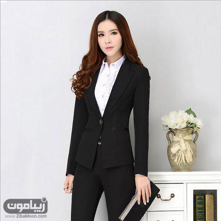 پوشش رسمی زن کره ای با کت و شلوار مشکی و لباس سفید