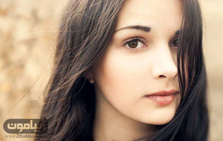 دختری با پوست سفید و چشم های قهوه ای