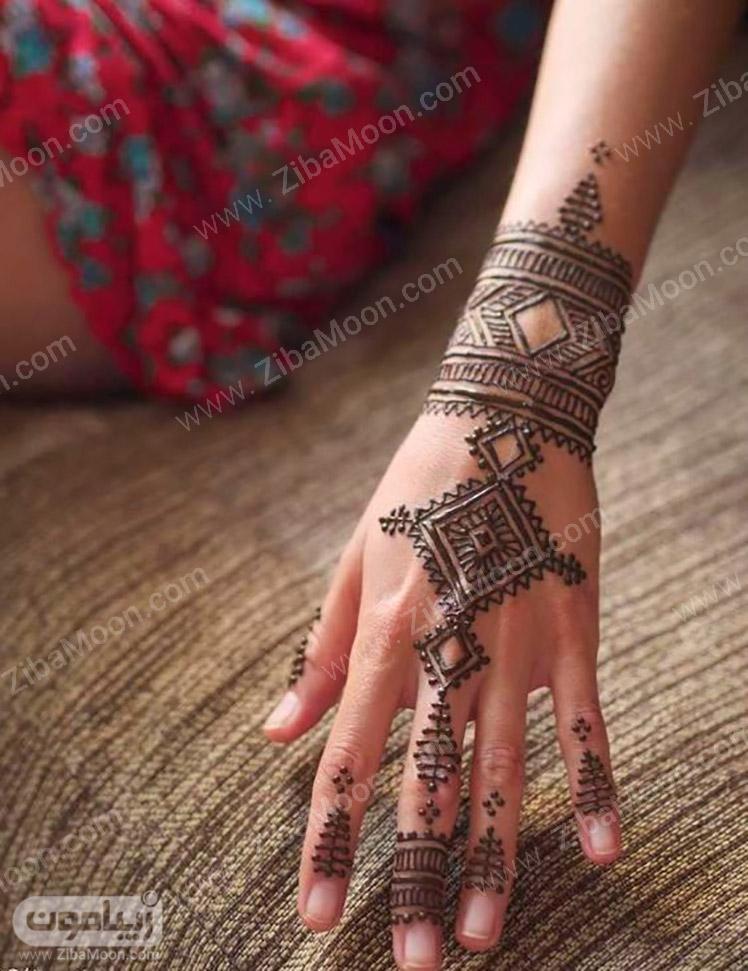 طرح حنا هندسی و زیبا روی دست