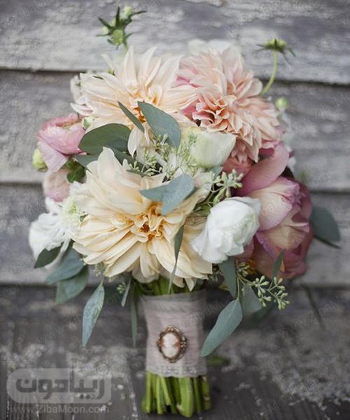 دسته گل عروس با گلهای صورتی و هلویی