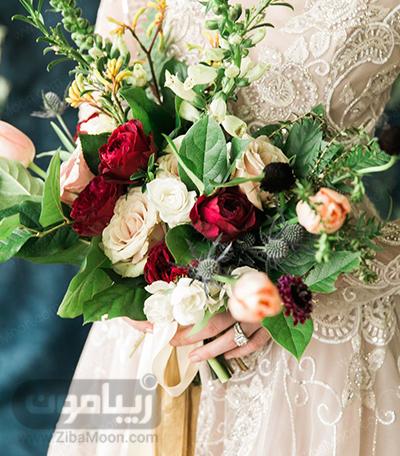 دسته گل عروس با گل رزقرمز و سفید برای پاییز و زمستان