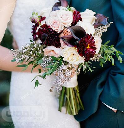 دسته گل عروس با گلهای سفید و بورگاندی