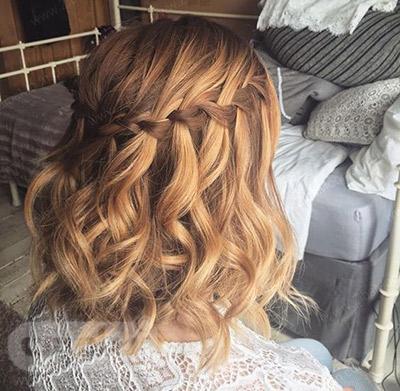 بافت مو آبشاری روی موهای کوتاه و موج دار