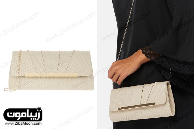 کیف دستی ساده کرم بژ با زنجیر و گیره طلایی