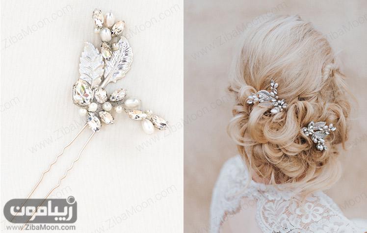 مدل شینیون عروس با موهای بلوند و اکسسوری فلزی درخشان