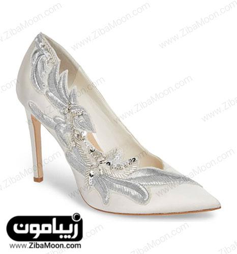 کفش ساتن سفید عروس کار شده با منجوق و پولک