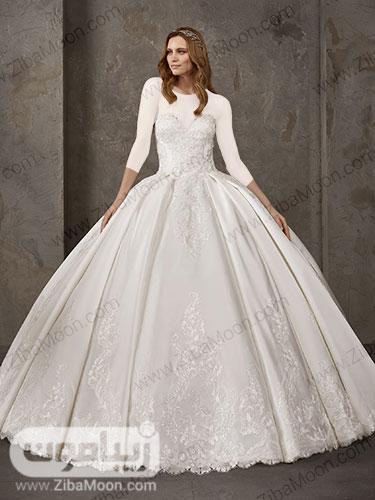 لباس عروس با دامن پرنسسی و یقه دلبری گیپوری و کارشده