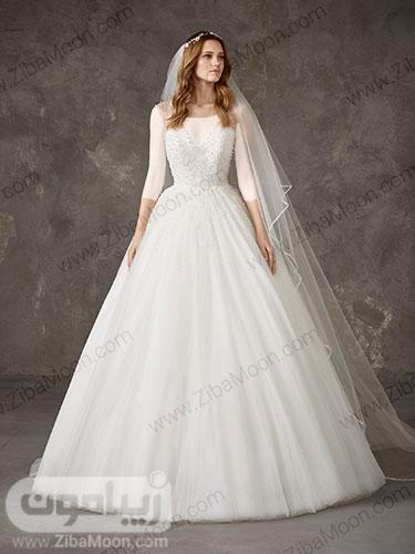 لباس عروس پرنسسی ساده با بالاتنه مروارید دوزی شده و یقه دلبری