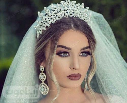 مدل مو عروس با تاج فلزی در جلوی موها