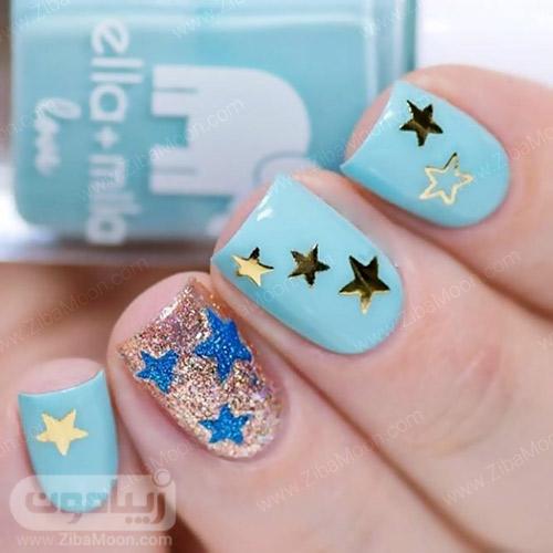 طراحی ناخن با لاک آبی روشن و ستاره های طلایی