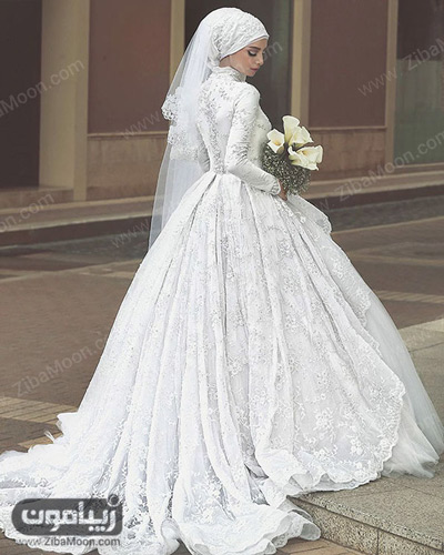 عروس محجبه با لباس دنباله دار