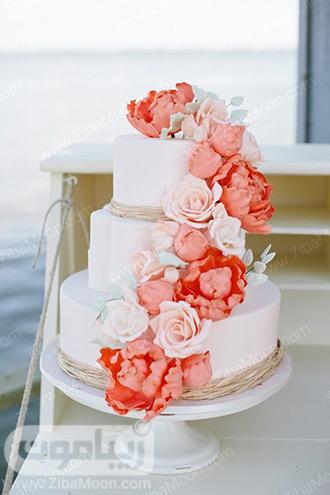 تزیین کیک عروسی با گلهای مرجانی