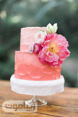 کیک عروسی مرجانی با تزیین گل طبیعی