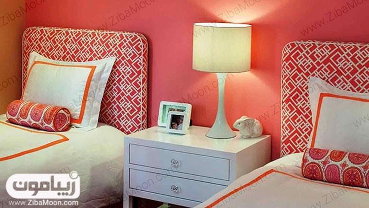 تم رنگی مرجانی در اتاق خواب