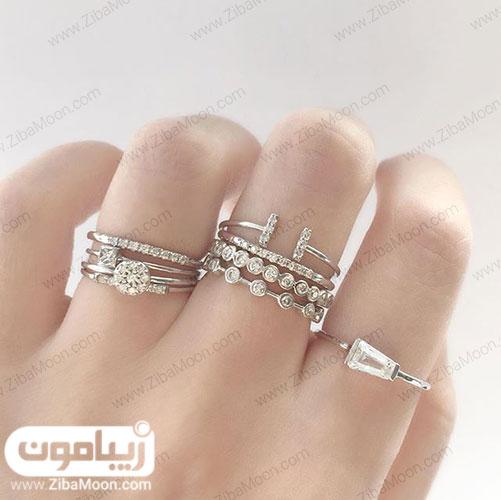 انگشتر در انگشتان دست