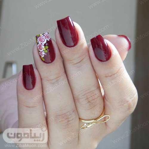 دیزاین ناخن گلدار با لاک زرشکی
