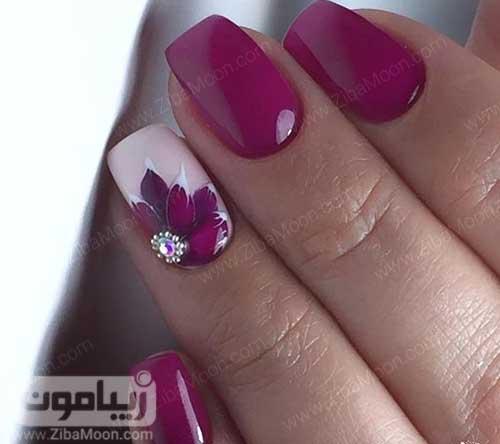 طرح گل زیبا روی ناخن با لاک بنفش