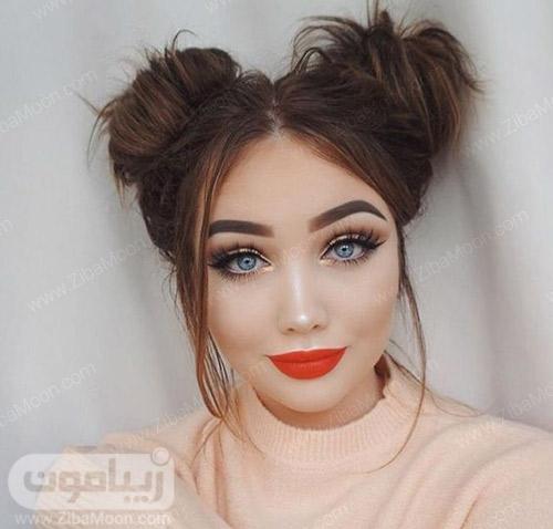 مدل آرایش دخترانه با رژلب نارنجی و لنز آبی روشن