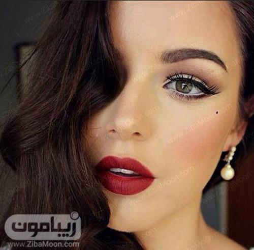مدل آرایش کلاسیک با رژلب قرمز و خط چشم دنباله دار