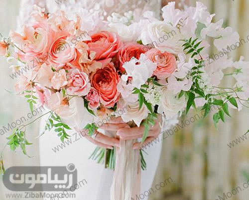 دسته گل عروس با گلهای مرجانی