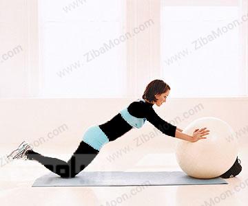 کاهش وزن با حرکت دراز نشست با توپ