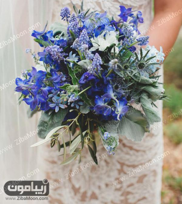 دسته گل عروس با گلهای آبی و بنفش