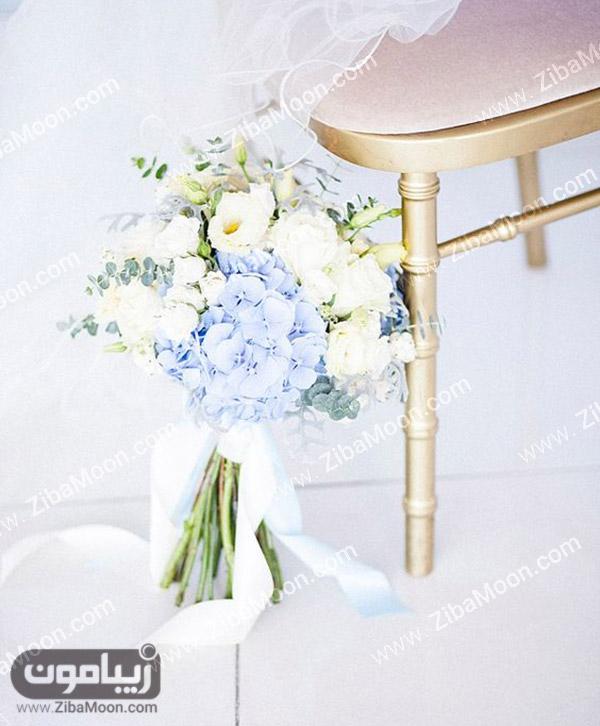 دسته گل عروس با گلهای سفید و آبی