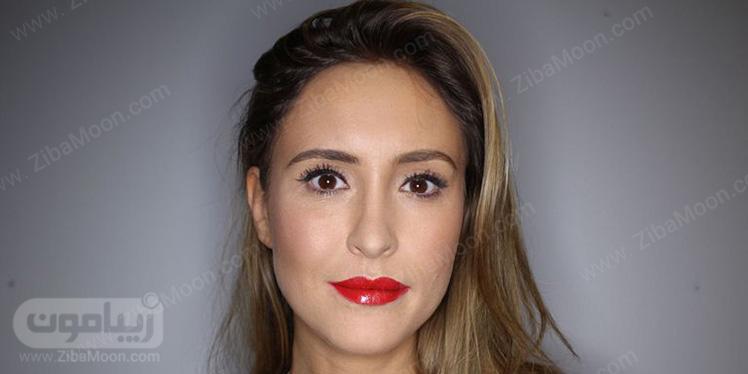 مدل آرایش صورت با رژ لب قرمز بولد