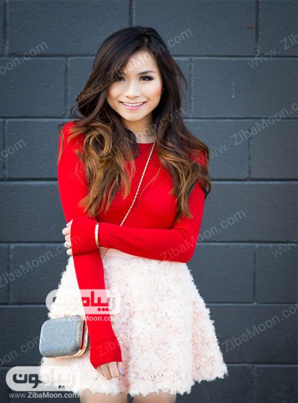 استایل دخترانه با لباس قرمز و دامن کوتاه صورتی رنگ