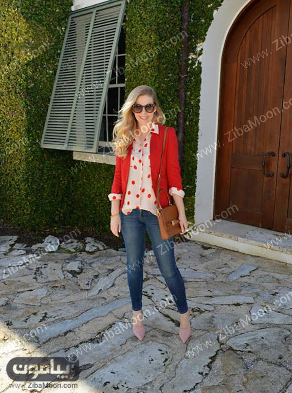 استایل دخترانه شیک با شلوار جین و لباس قرمز