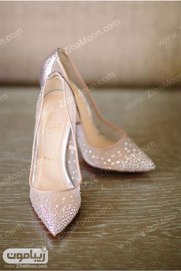کفش عروس حریری و نگین کاری شده
