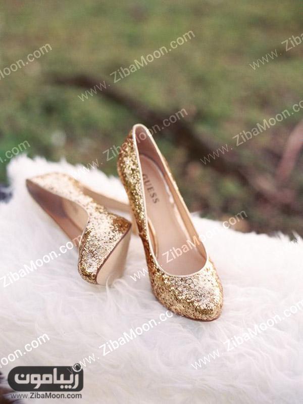 کفش عروس طلایی و درخشان