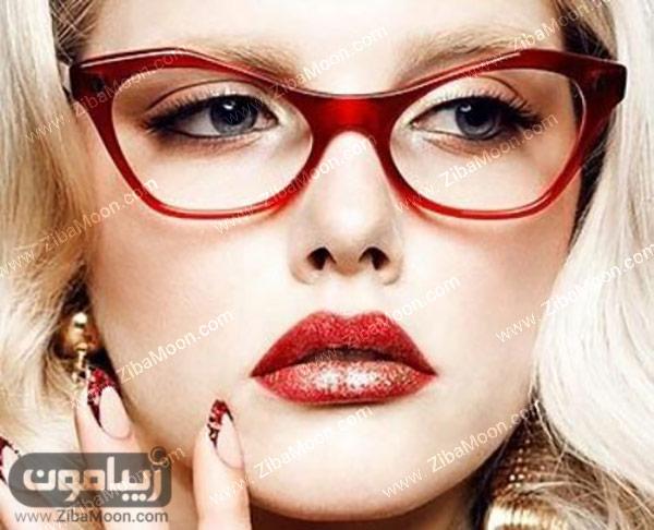 عینک با فریم قرمز