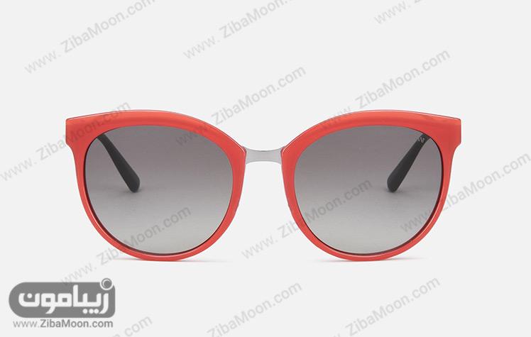 عینک آفتابی با فریم قرمز