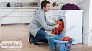 انداختن لباس در ماشین لباس شویی