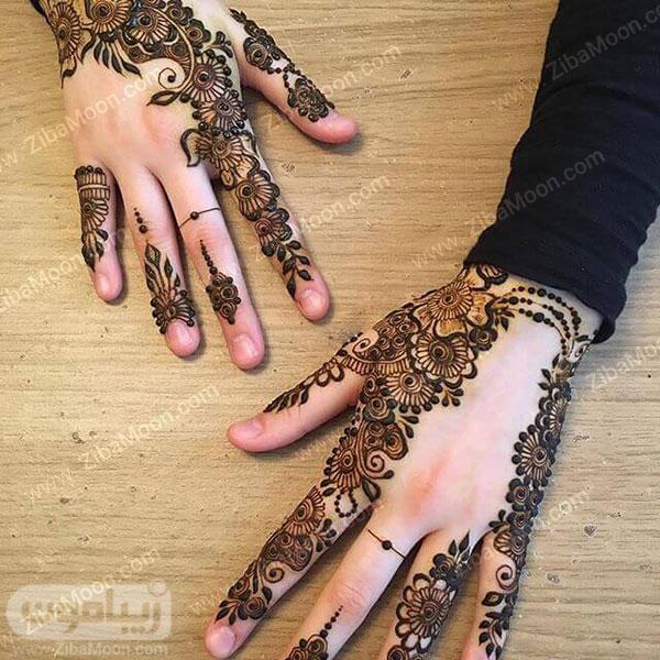 طرح حنا به شکل گل روی دست