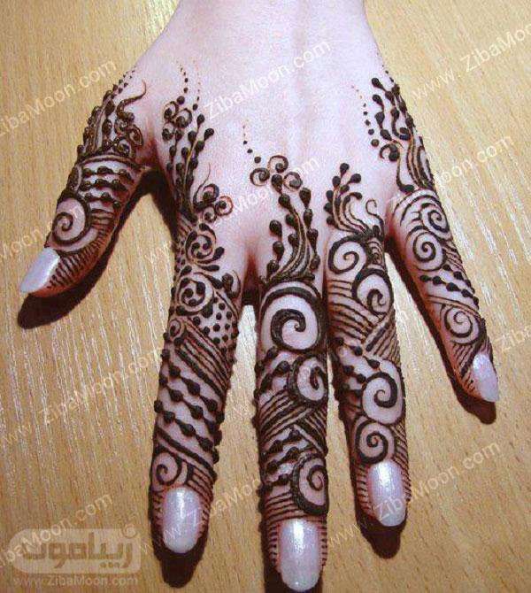 نقش حنا ظریف روی انگشتها