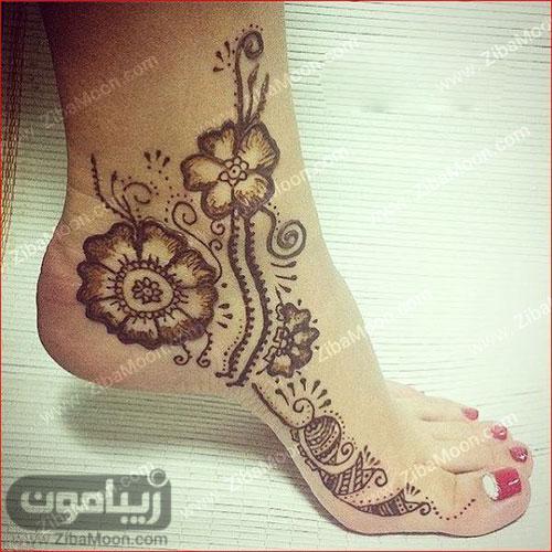 نقش حنا گل روی پا