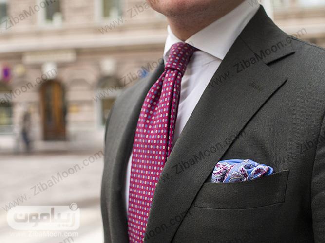 کت با کراوات و دستمال جیبی