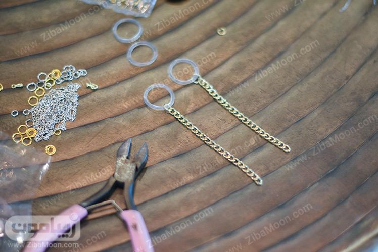 متصل کردن حلقه پلاستیکی به زنجیر