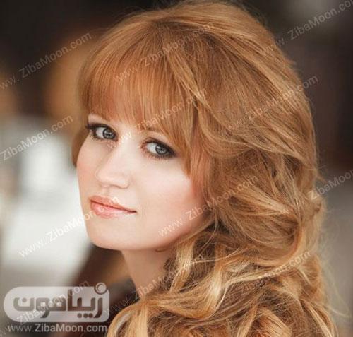 مدل عروس زیبا با موهای چتری قرمز و آرایش لایت